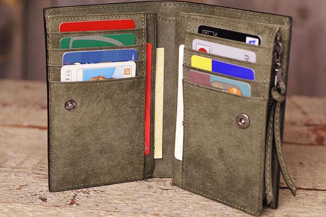 まるで和紙のよう、経年変化でガラリと表情を変えるイタリアンレザー 二つ折り財布 メンズ ブオナ バギーポート BAGGY PORT 本革 zys 2402