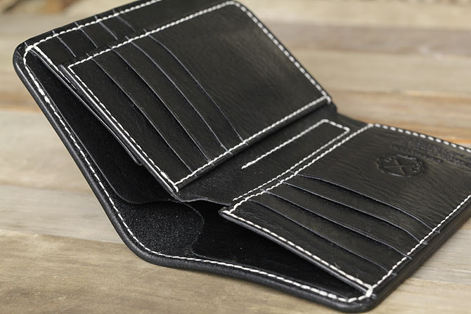 NEW YORK ブラックレザー ミドル財布 手縫い ミドルウォレット M.P.G. cuoificio社 小銭入れなし