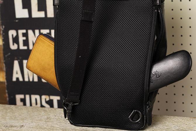 馬革 ボディバッグ 縦型 メンズ オイルホースレザー Pray プレイ prbb302 B5