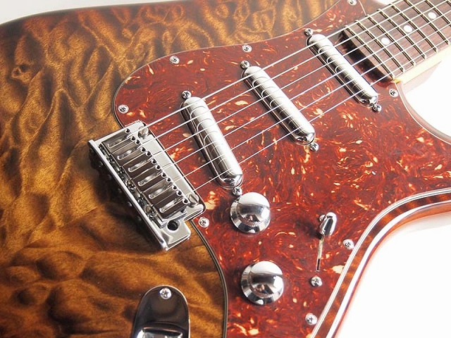 Fender Custom Shop/Quilt Maple Top Artisan Stratocaster®, RW, Tigereye【フェンダー】