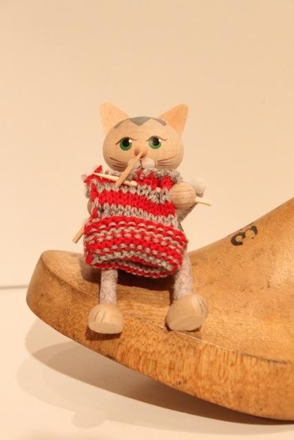Nordic 木製人形 ネコ 編みもの