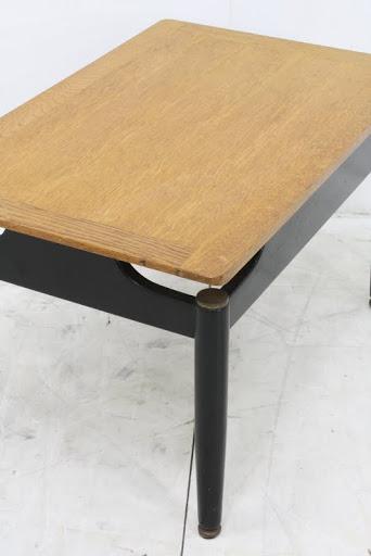 レンタル: ヴィンテージ G-PLAN サニーオーク&ブラック コーヒーテーブル
