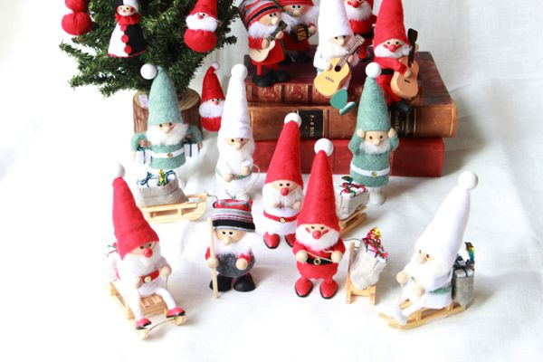 Nordic 木製人形 サンタクロース(引っ張りソリ )-red/white