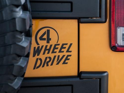 07y− ジープ ラングラー その他 純正 4 WHEEL DRIVE リアゲートデカール 【ブラック】