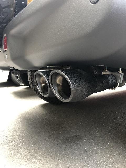 【販売開始/本文説明へ詳細記載】18y− ジープ ラングラー 車検対応  ビギニング タイプ 右2本出し オーバルチップ マフラー 2.0L&3.6L 【スクランチ オリジナル】