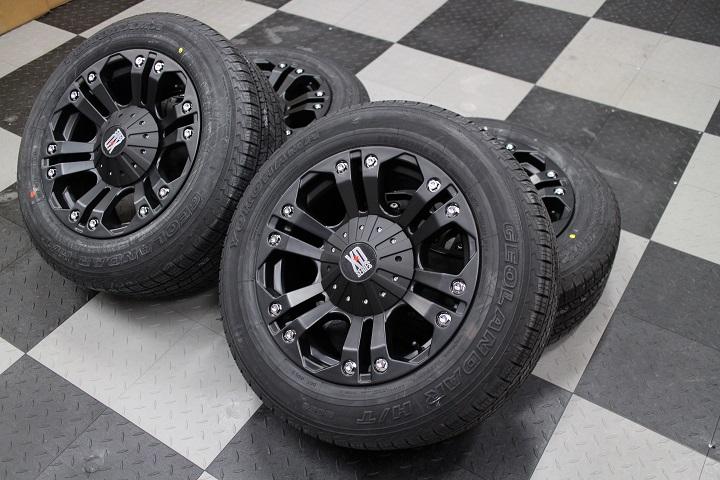 【限定1セット特価】08−12y ジープ チェロキー 新品 18インチ KMC 社外ホイール & 新品 ヨコハマタイヤ 4本セット