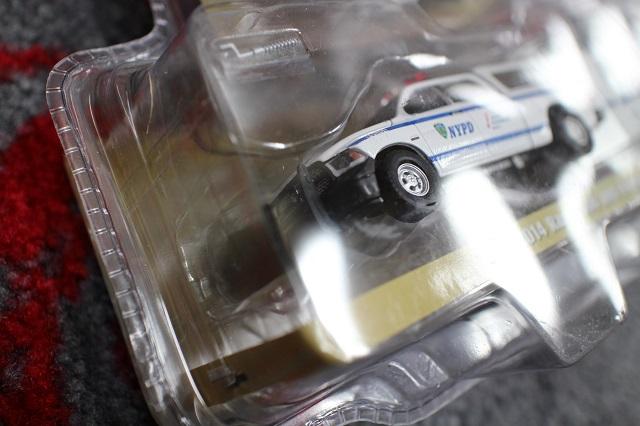 【ダイキャストカー】 2014 ラム 1500 1:64 スケール 【NYPD ポリス トーイングトレーラー付】