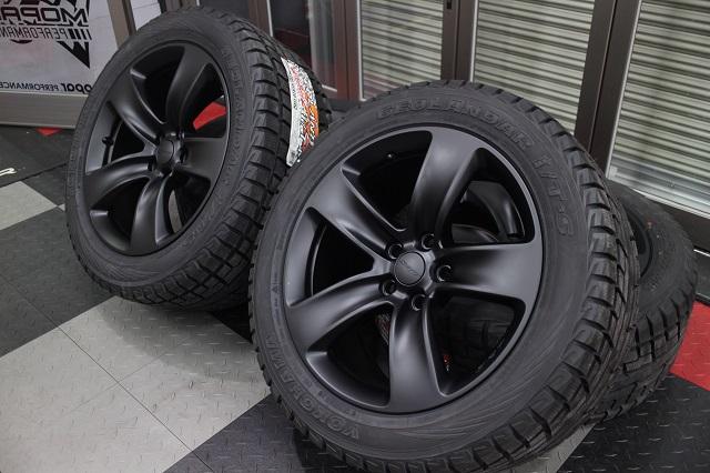 【早割】【限定1セット特価】11y− ジープ グランドチェロキー SRT8用 純正艶消しブラック仕上げ 新品20インチ  & スタッドレスタイヤ セット