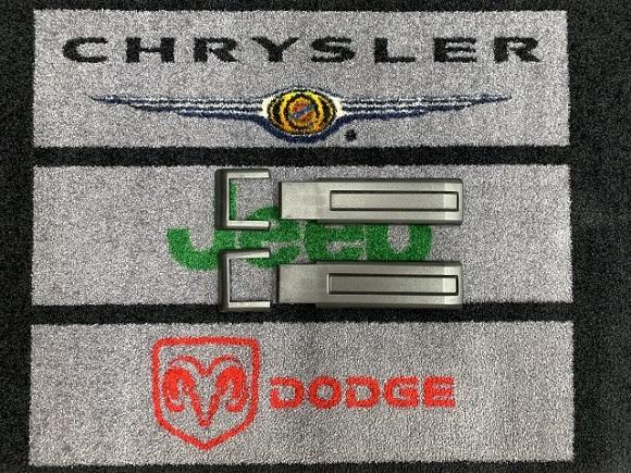 【テイクオフパーツ】 07y− ジープ ラングラー用 純正 リアゲートヒンジ 樹脂カバー上下セット
