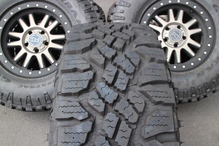 【限定1セット特価】07y− ジープ ラングラー 新古品 BLACK RHINO 17インチ ホイール & グッドイヤー DURATRACタイヤ 5本セット