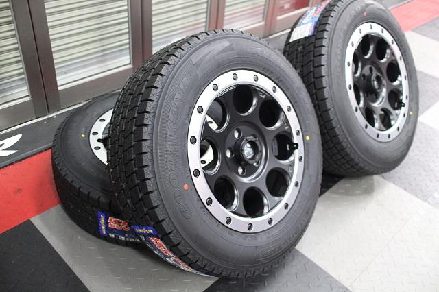 【限定1セット特価】08−12y ジープ チェロキー 新品 17インチ XJ03 ホイール & 新品 グッドイヤースタッドレスタイヤ 4本セット