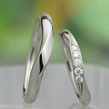 【月の鏡】結婚指輪ペア 高品位プラチナ:Pt950をたっぷり使った高級リング。レディースは大きめのH&Cカットダイヤが入って非常に綺麗!