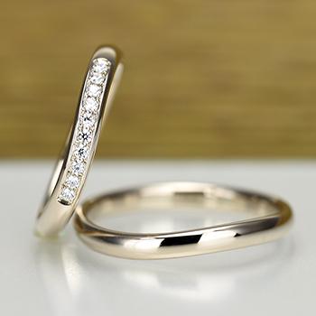 結婚指輪ペア 【 鍛造 】珍しい上品な淡いピンクゴールド、変形やキズに非常に強い高品質鍛造のゆるやかなカーブデザインリング