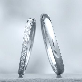 結婚指輪ペア 【 鍛造 】 変形やキズに非常に強いPt 鍛造リング。  鍛造では珍しい緩やかなやさしいカーブデザイン MpKK81-20D7-25