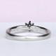 婚約指輪   細いストレートデザイン、繊細なメレーダイヤが高級感を醸し出します。 EG22M23-20DF1