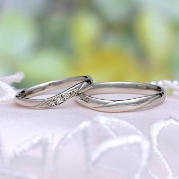 結婚指輪ペア  (プラチナ)レディースは優しいカーブラインで【H&Cダイア】の高級な指輪