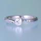 婚約指輪   メレーダイアが斜めに入ったおしゃれなリング、クールなアイスブルーダイアがポイント ESS192b-20DF1