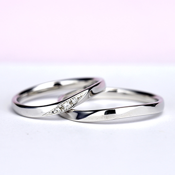 結婚指輪ペア 【 鍛造 】 変形やキズに非常に強いPt 鍛造リング。  鍛造では珍しい緩やかなやさしいウェーブデザイン MpTZ003-004-Pt(鍛造)