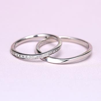 【スーパーハードプラチナ】 女性用は僅かなV字のハーフエタニティリング  結婚指輪ペア  変形やキズに非常に強く丈夫!MpTRM217n-218-Pt900SH