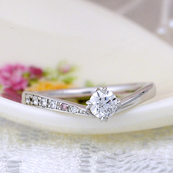 高級!【0.3ct,D,VVS1,3EX,H&C】脇石に天然ピンクダイヤとH&Cダイヤを使った高品質の婚約指輪 ES1NZKph