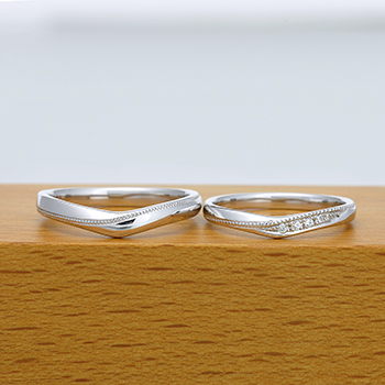 結婚指輪ペア【ハードプラチナ】スマートなミル打ち加工、レディースはH&Cカットのダイヤで作った引っ掛かりの少ない精巧な作りの高級な指輪  MpNJ15LhM-m-Pt900H