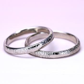 結婚指輪ペア  お手頃なプラチナ製  不規則な縦のラインが個性的な指輪 MpTRM275-276-Pt