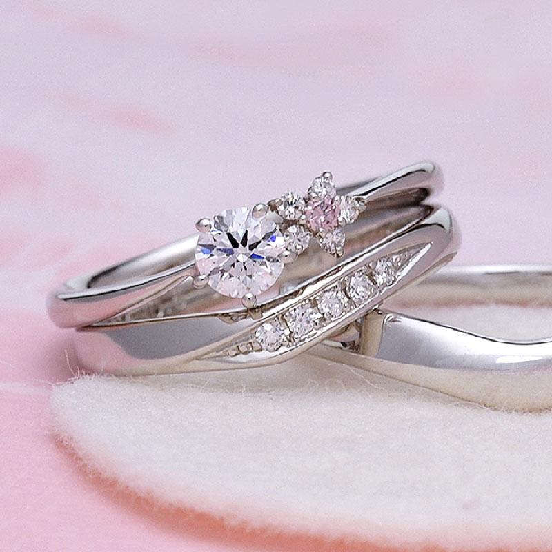 ブライダル3点セット【 可愛いお花のデザイン 】 天然ピンクダイヤとH&Cメレダイヤモンドで作った高品質リング BsJTR23-NJ15LDhM-20DE1-Pt