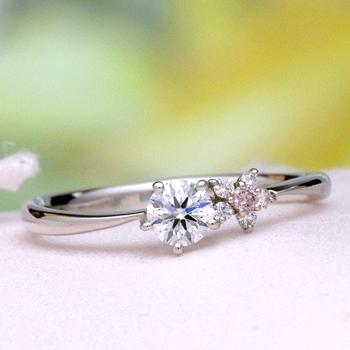 【可憐 Karen】婚約指輪  個性的な5枚の花弁のお花のデサイン   ピンクダイアとH&Cメレダイア使用  EJTR23Bph-25F1