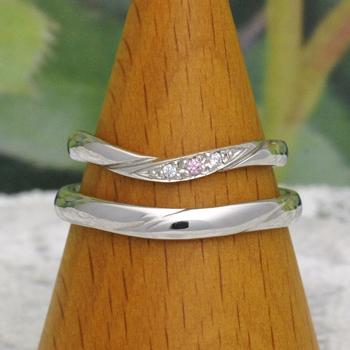 ★特別価格★結婚指輪ペア  レディースは天然ピンクダイヤとH&Cダイヤの高品質リング Pt 優しいカーブデザインで指がスマートに♪