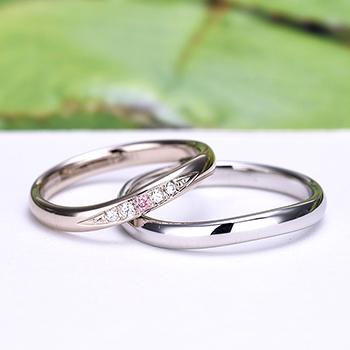 結婚指輪ペア 【 鍛造 】女性用は珍しい上品な淡いピンクゴールド、ピンクダイヤと最高級カットH&Cダイヤ入り高級リング、変形やキズに非常に強い高品質鍛造、ゆるやかなウェーブデザイン