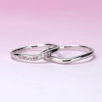 【Harmony】細くて緩やかなV字の結婚指輪、女性用は天然ピンクダイアを贅沢に使った可愛い指輪 Pt