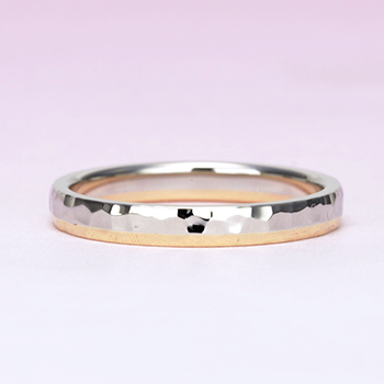 【Zeus ゼウス 】【鍛造】  驚異的な丈夫さとオシャレな雰囲気を併せ持った結婚指輪のペア  槌目仕上げ コンビ(Pt.900+K18PG)