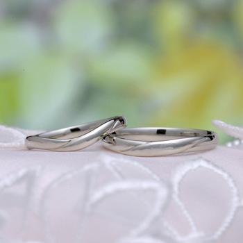 結婚指輪ペア  MpO22O23 シンプルデザイン、レディースは優しい緩いカーブの指輪