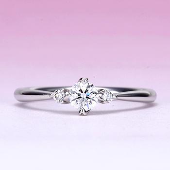 ハート型爪のシンプルデザイン、脇石もH&Cメレーダイアを使った高品質な指輪 プラチナ