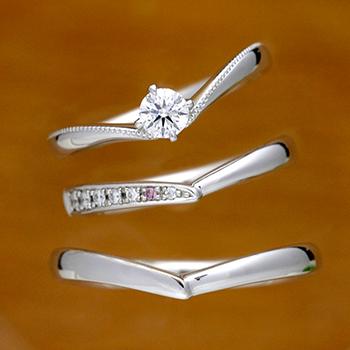 ブライダル3点セット  BsSRXRHRMWph-25F1 重ね着けで、より引き立つVライン  女性用結婚指輪はピンクとH&Cメレーダイアの高級品