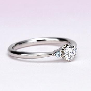 ブライダル3点セット プラチナ 清々しいアイスブルーダイヤが印象的、 最高級カラーとカットのメインダイヤを使ったセット