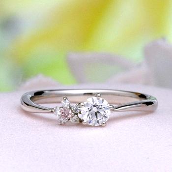 【可憐 Karen】婚約指輪  個性的な5枚の花弁のお花のデサイン   ピンクダイアとH&Cメレダイア使用  EJTR23Bph-20F1