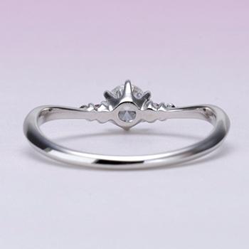 婚約指輪   プラチナ製細いV字の高品質ダイヤモンドリング 0.2ct,D,VS2,3EX,H&C
