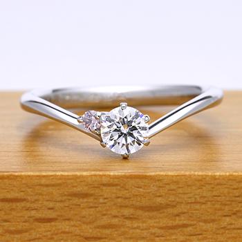 婚約指輪  E2STKp-30G1 シャープなV字で指が長くスマートに見えます。天然ピンクダイアを使った高級品