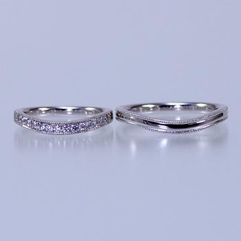 結婚指輪ペア   MpM390  ミル打ち加工が入り、緩やかなカーブの繊細な作りの指輪