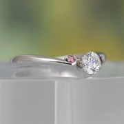 婚約指輪  Pt 大きめの天然ピンクダイアが2個入リ、緩やかなV字の優しい雰囲気の指輪  EG22X71p-25DE1