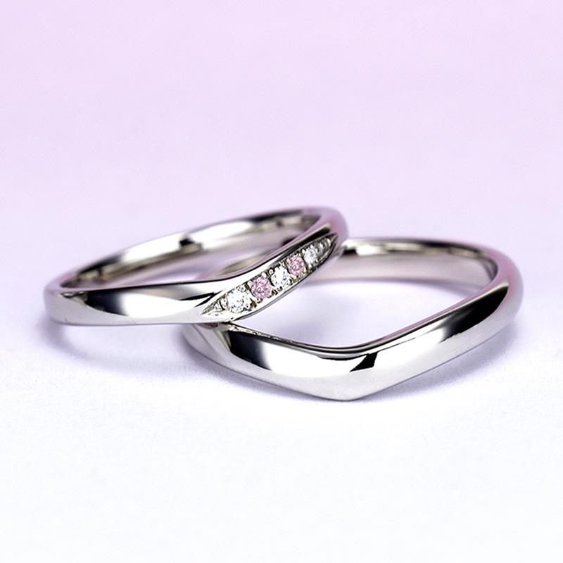 結婚指輪ペア【ハードプラチナ】女性用は天然ピンクダイヤ2個とH&Cカットのダイヤで作った高級な指輪,引っ掛かりの少ない精巧な作り、緩やかなV字で指がスマートに♪