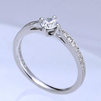 婚約指輪  側面に幸運をもたらすユリの紋章を配置  0.30ct,D,VS1,3EX,H&C プラチナ