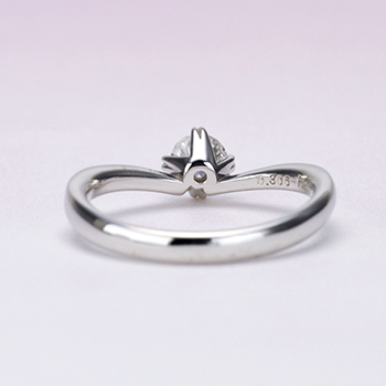 婚約指輪【ハート型の爪が個性的なV字】のダイヤモンドリング  ES1NZn-0.25ct,F,VS1,3EX,H&C