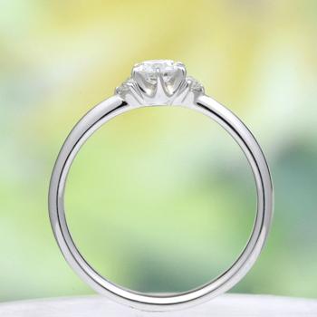 婚約指輪【高品質】 0.20ct,D,VS1,3EX,H&C プラチナ僅かなV字のデザイン 最高級カラーとカットのダイヤモンド、脇石もH&Cカット E26WDh-20E1