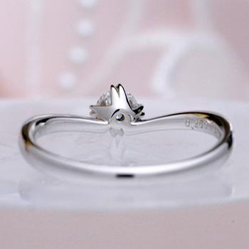 婚約指輪【ハート型の爪が個性的なV字】のダイヤモンドリング 0.25ct,D,VS2,3EX,H&C【脇石もH&Cメレーダイヤの高級タイプ】