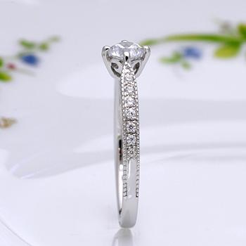 婚約指輪  Pt  側面に幸運をもたらすユリの紋章を配置  0.25ctD,VS2,EX,H&C