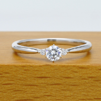 【高級品!】[婚約指輪]0.19ct,D,VVS1,3EX,H&C、プラチナ、人気のシンプルデザイン 脇石もH&Cカット ENJ116h