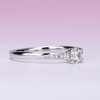 【Harmony】婚約指輪   ミルグレインデザインが個性的  僅かなV字の高級プラチナダイヤモンドリング 0.20ct,F,VS2,3EX,H&C