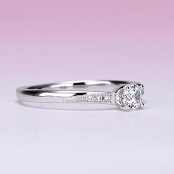 【Harmony】婚約指輪   ミルグレインデザインが個性的  僅かなV字の高級プラチナダイヤモンドリング 0.20ct,D,VS2,3EX,H&C